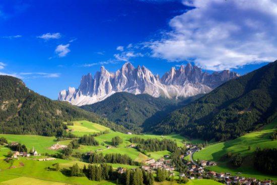 Ins herbstgoldene Südtirol zur großen Dolomiten Rundfahrt