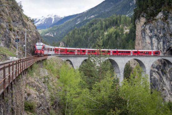 Schweiz - Glacier Express und die spektakulärsten Landschaften in Graubünden